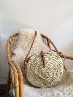 Cool 27 Straw Bag Ideas to Complement Your Summer Look. More at http://attire2wear.com/2018/06/12/27-straw-bag-ideas-to-complement-your-summer-look/