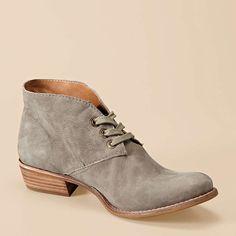 Gwenyth Boyfriend Chukka - yes I want these : )