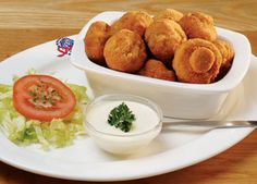 Crumbed Mushrooms, served with tartare or garlic sauce at Spur Steak Ranches… Braai Recipes, Appetizer Recipes, Cooking Recipes, Appetizers, Veggie Recipes, Kos, Savory Snacks, Quick Snacks, South African Recipes