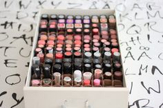 DIY Lipstick Organizer beauty is skin deep Diy Makeup Organizer, Lipstick Organizer, Make Up Organizer, Makeup Storage, Makeup Organization, Diy Beauty, Beauty Makeup, Beauty Hacks, Beauty Tips
