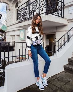 New Sneakers Outfit Korean Skinny Jeans Ideas Sneakers Fila, Sneakers Outfit Work, Sneaker Outfits Women, Tennis Shoes Outfit, Sneakers Looks, Sneakers Street Style, Sneakers Fashion Outfits, Sporty Outfits, Stylish Outfits