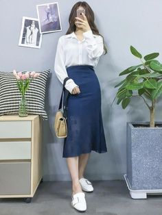 korean aesthetic chic fashion 78 Cute Hipster Outfits for Girls That Will Fascinate You Korean Fashion Casual, Korean Fashion Trends, Korean Street Fashion, Korea Fashion, Kpop Fashion, Modest Fashion, Asian Fashion, Skirt Fashion, Fashion Dresses