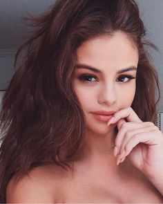 The latest news of our girl Selena Marie Gomez. Selena Selena, Style Selena Gomez, Selena Gomez Selfies, Perfect Selfie, Marie Gomez, Girls Makeup, Beauty Queens, Street Style, Makeup Looks