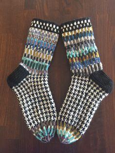 Knit Socks, Knitting Socks, Slipper Socks, Slippers, Bikini Vintage, Fair Isle Knitting, Knits, Needlework, Knit Crochet