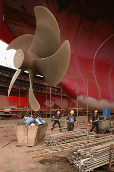 Workers finish maintenance work on a cargo ship's propeller during repairs of the ship at the Blohm & Voss shipyard August 2007 in Hamburg, Germany. Northern Germany, with its busy ports of. Biggest Cruise Ship, Great Lakes Ships, Boat Propellers, Heavy Construction Equipment, Water Crafts, Cool Pictures, Sailing, Ocean, Cruise Ships