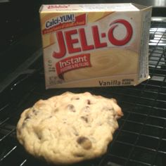 Secret to great Soft Chocolate Chip Cookies ~ Use your favorite chocolate chip cookie recipe & add instant vanilla pudding mix to the dough. Leaves cookies soft and chewy for days after baking. Köstliche Desserts, Delicious Desserts, Dessert Recipes, Yummy Food, Soft Chocolate Chip Cookies, Cookies Soft, Chocolate Cake, Chocolate Pudding, Chocolate Chips