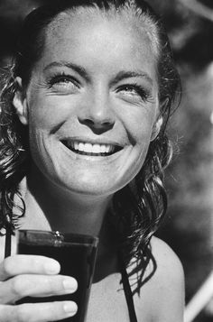 """Romy Schneider on the set of """"La Piscine"""" Romy Schneider, Jeanne Moreau, Paris Match, Actrices Hollywood, Alain Delon, French Actress, No Photoshop, Black And White Portraits, Belle Photo"""