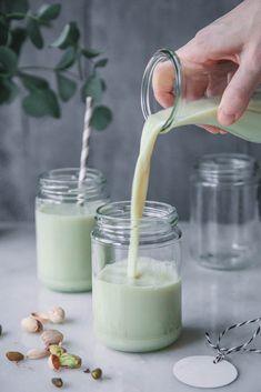 Köstliche selbst gemachte Pistazienmilch (vegan)