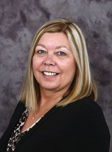 Donna Maki- Reservationist I'm Donna, your Reservation Specialist. Born and raised in Wisconsin, then transplanted to Texas before landing in Branson in 2000. I love helping and talking to people to set up their Branson accommodations.