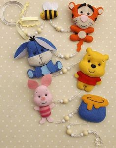 moldes de winnie pooh y sus amigos para imprimir01 Felt Ornaments Patterns, Felt Patterns, Felt Mobile, Felt Baby, Felt Decorations, Felt Christmas Ornaments, Sewing Dolls, Felt Fabric, Felt Toys