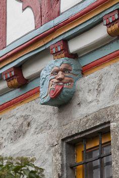 Balkenkopf mit geschnitzter Fratze   Bildindex der Kunst & Architektur