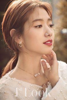 Park Shin Hye - 1st Look Magazine vol. 125