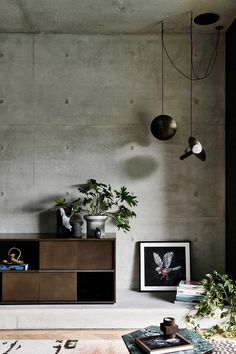 Modern industrial interior living space with concrete walls and retro furniture Interior Cladding, Concrete Interiors, Photo Deco, Cement Walls, Tv Wall Design, Concrete Houses, Cement Crafts, Decoration Design, Inspiration Wall
