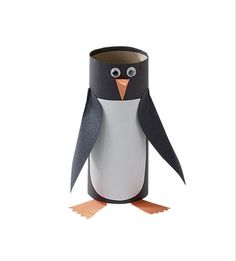 paper tube penguin- a good idea to try with kids at work Zoo Crafts, Preschool Crafts, Arts And Crafts, Art Activities For Kids, Winter Activities, Toilet Paper Roll Crafts, Paper Crafts, Bible School Crafts, Penguin Craft