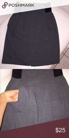 BCBGMAXAZRIA skirt Very chic with elastic wrist and convenient pockets. excellent condition BCBGMaxAzria Skirts