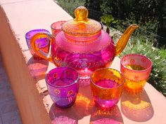 Tea set, You can enjoy morning meal or various time times applying tea cups. Tea cups also provide decorative features. When you look at the tea glass designs, you might find this clearly. Bistro Design, Tee Set, Diy Vintage, Vintage Teacups, Tea Sets Vintage, Teapots And Cups, Chocolate Pots, My Tea, Carnival Glass