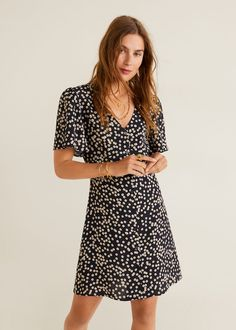 Discover the latest trends in Mango fashion, footwear and accessories. Beach Wear Dresses, Casual Dresses, Short Sleeve Dresses, Maxi Wrap Dress, Dress Skirt, Mango France, Mango Fashion, Luxury Dress, Trends