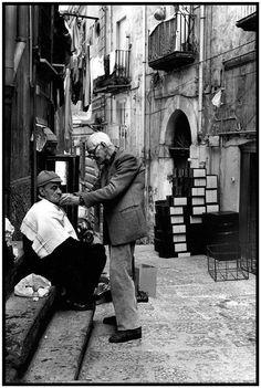 Street barbering. Napoli.
