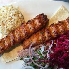 Brochetas libanesas (kofta kebab) Et Yemekleri Turkish Kebab, Turkish Pizza, Chicken Doner, Tandoori Chicken, Chicken Kebab, Comida Armenia, Turkish Restaurant, Unique Recipes, Carne Asada