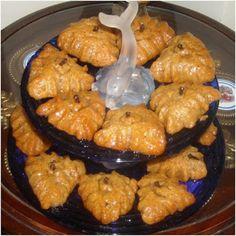 "Today they are called ""islí"" or ""itzlí"". Greek Sweets, Greek Desserts, Greek Recipes, Fun Desserts, Dessert Recipes, Pastry Recipes, Cooking Recipes, Cyprus Food, Greek Cookies"