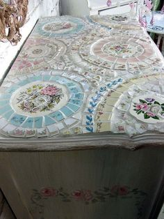Mosaic Hand Painted Dresser Craft and DIY Projects and Tutorials - Cute shabby chic idea! Mosaic Crafts, Mosaic Projects, Mosaic Art, Mosaic Tiles, Diy Projects, Tiling, Mosaic Mirrors, Mosaic Furniture, Furniture Projects