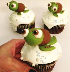 Tiny Turtle Cupcake Toppers made with Satin Ice Fondant Sea Turtle Cupcakes, Animal Cupcakes, Turtle Cakes, Turtle Birthday Cakes, Wedding Cake Toppers, Cupcake Toppers, Cupcake Cakes, Cupcake Ideas, Wedding Cakes