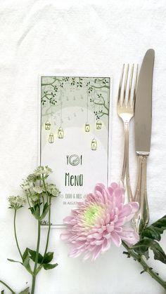 """Die Menükarte aus der Serie """"Gartentraum"""". Hier könnt ihr die Gläser mit den scheinenden Kerzen in den Gläsern (ähnlich wie Weckgläser) sehen, wie sie vom Baum hängen. #hochzeitskarten #hochzeitspapeterie #hochzeitseinladung #braut2020 #braut2019  #instabräute #hochzeitskartendesign #hochzeitsblumen #gartenparty #gartenhochzeit #hochzeitimgrünen #hochzeitimfreien #weckgläser #savethedate #hochzeit2020 #hochzeit2019 #bridetobe2019 #bridetobe2020 #weddingstationery Snow White Poison Apple, Poison Apples, Laser Cutting, Jewelry Sets, Red, How To Make, Shop, Kids Table Wedding, Outside Wedding"""