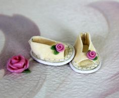 """Shoes mini """"Pink roses on milk"""" especially for Lati White SP, and dolls similar format"""