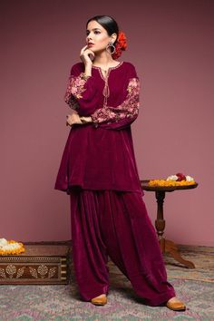 Maroon Pakhtoon Dress With Belly Printed Sleeves – Leather Lynx Velvet Pakistani Dress, Simple Pakistani Dresses, Pakistani Wedding Outfits, Pakistani Dress Design, Indian Dresses, Indian Outfits, Party Wear Dresses, Dress Outfits, Casual Dresses
