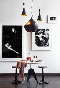 Wand Dekoration Fotografien-schwarz weiß kontraste Bistrotisch-Holzhocker