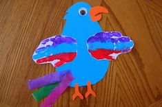 Pretty Parrot Craft ~ She's Crafty Jungle Crafts, Bird Crafts, Animal Crafts, Fun Crafts, Crafts For Kids, Toddler Crafts, Rainforest Activities, Pirate Activities, Rainforest Theme