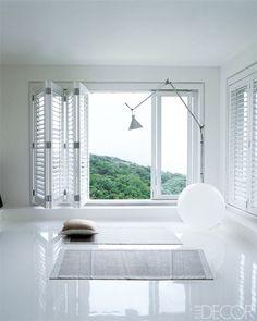 Culorile deschise conferă spațiului tău de lucru eleganță și rafinament.
