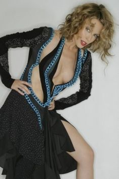 Kylie Minogue Wow, Kyle Minogue, Cleavage Hot, Women In Music, Marilyn Monroe Photos, Sexy Older Women, Lady, Celebs, Female Celebrities