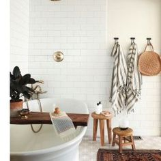 Bayview Scheunenhaus - home & interior inspiration - Paper Craft Home Interior, Bathroom Interior, Interior Decorating, Interior Design, Bathroom Grey, Bathroom Bath, Bath Tub, Concrete Bathroom, Bathroom Cabinets