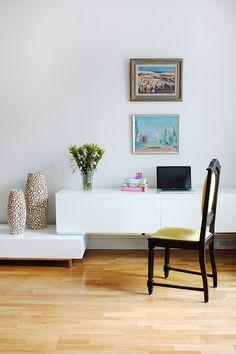 Young couple apartment, interior design, living room. Nuorenparin koti, sisustussuunnittelu, olohuone. Unga parets lägenhet, inredningsdesign, vardagsrum.