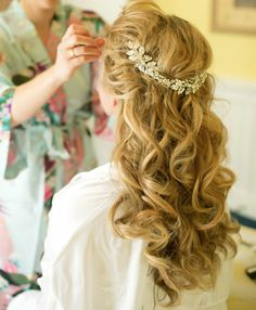 Hot Wedding Hairstyles Ideas Wedding Hair Down - Just because it is a wedding does not mean that Romantic Wedding Hair, Wedding Hair Down, Wedding Hair And Makeup, Bridal Hair, Hair Makeup, Trendy Wedding, Romantic Curls, Wedding Ideas, Table Wedding