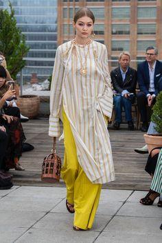 Oscar de la Renta Frühjahr/Sommer Womenswear - Fashion Week ( Deutschland - look Muslim Fashion, Indian Fashion, Moda Formal, Fancy Dress Design, Yellow Fashion, Runway Fashion, Fashion Trends, Dolce & Gabbana, Carolina Herrera