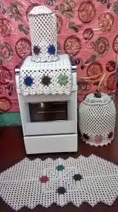 Resultado de imagem para tapete de barbante para cozinha Crochet Kitchen, Crochet Home, Diy Crochet, Appliance Covers, Crochet Mask, Pineapple Pattern, Freeform Crochet, Crochet Accessories, Soft Furnishings