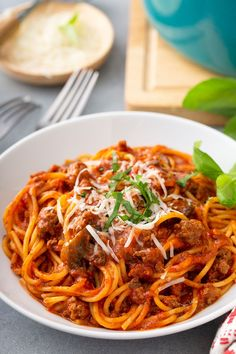 One-Pot Spaghetti is an easy weeknight dinner and one the whole family will love! No need to dirty multiple pots with this recipe. Easy Pasta Recipes, Easy Dinner Recipes, Beef Recipes, Cooking Recipes, Skillet Recipes, Top Recipes, Fall Recipes, Yummy Recipes, One Pot Spaghetti