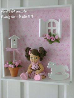 Quadrinho Menina com Poá Rosa e Marrom R$ 165,00 Vitrine Miniature, Miniature Rooms, Diy And Crafts, Arts And Crafts, Baby Memories, Gisele, Shadow Box, Toy Chest, Wood Projects
