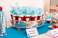 How stinkin' cute! Dr. Seuss's The Cat in the Hat Birthday Party!