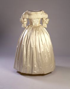 Wedding dress, 1839-40    From Historic New England