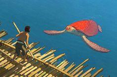 """Le nouveau film des studios Ghibli, """"La Tortue Rouge"""", nous fait partager le périple d'un naufragé, sur une île déserte où les silences se mêlent aux bruits de la nature. Onirisme et émotions sont au programme de ce bijou d'animation, en salles le 29 juin."""