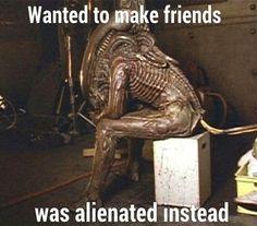 Vous voyez ??!! tout ce qu'il veut ces des amis !! il est seul, vous m'étonnez qu'il bouffe tout le monde !! personne ne veut lui donner une chance, chuis sur qu'autour d'un bon café.....  il a un bon fond  <3