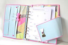 Planner pour feuilles A5 en cuir bleu et coton japonais fluo rose et jaune. Organiseur 6 anneaux.  Planner for sheet A5, 6 rings, flexible binder. French organizer. Leather and cotton.http://shirleyzepap.com/