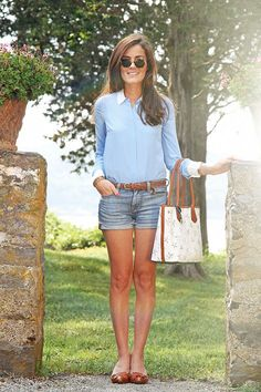 classic denim shorts for a preppy look Kleider edel Women's Designer Clothing Preppy Look, Preppy Style, Style Me, Mode Bcbg, Mein Style, Classy Girl, Mode Chic, Style Casual, Girls Wear