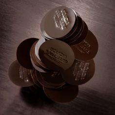 Delicia, palet fin de chocolat amer, pour le plaisir de la dégustation. #chocolatier, #artisan, #boutique