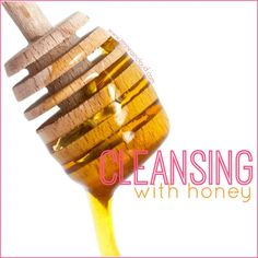 Almost everyone has heard of the Oil Cleansing Method but have you heard of the Honey Cleansing Method? Raw honey is hugely beneficial for our skin. Natural Face Wash, All Natural Skin Care, Manuka Honey Benefits, Oil Cleansing Method, Natural Beauty Remedies, Cleanse Me, Diy Scrub, Natural Cleaning Products, Diy Skin Care