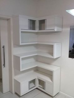 Sensational Design of DIY Corner Shelves to Beautify Your Best Home DIY shelves Do It Yourself Decoration, Floating Shelves Bathroom, Floating Storage Shelves, Floating Cabinets, Diy Regal, Regal Design, Easy Home Decor, Diy Furniture, Colonial Furniture
