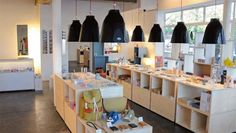Waou a great shop in Switzerland! Cafe Shop, Store Design, Design Shop, Most Favorite, Countries Of The World, Retail Design, Kitchen Decor, Design Kitchen, Switzerland